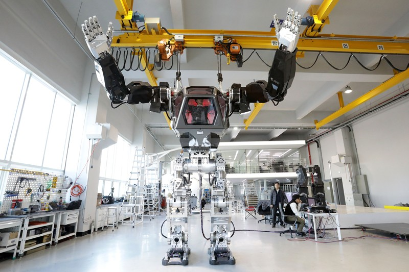 Testing South Korea's manned walking robot 'Method-2'