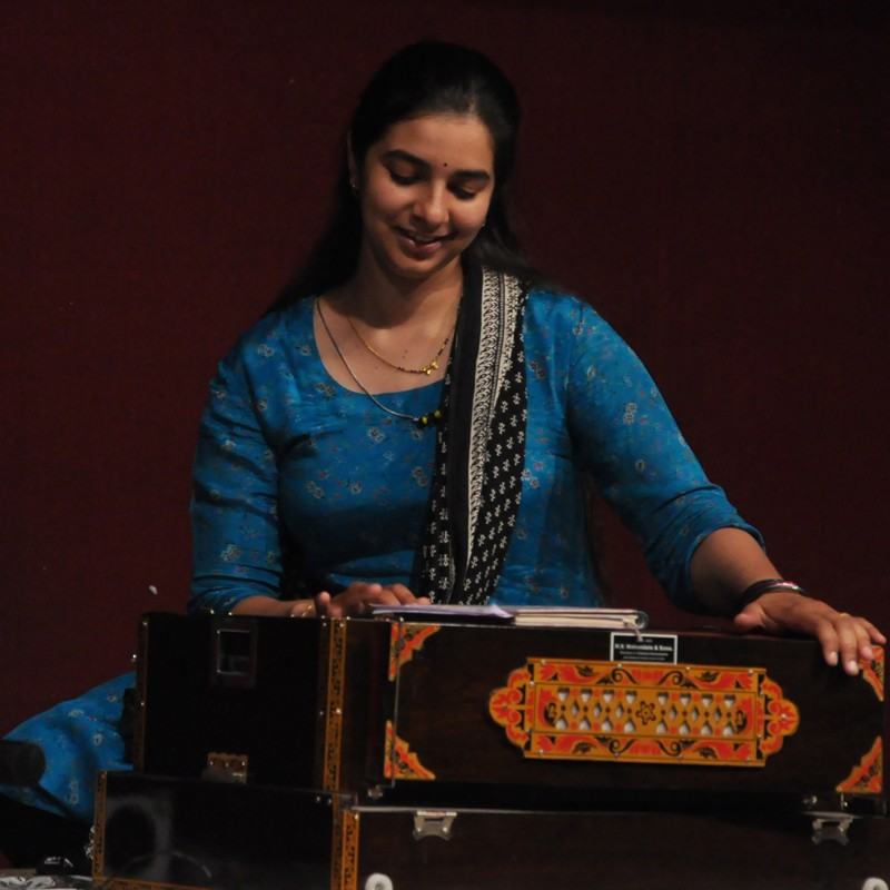 Manasi Kulkarni-Khasnis playing the Harmonium.