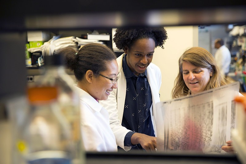 Anita Corbett and students in the lab at Emory University