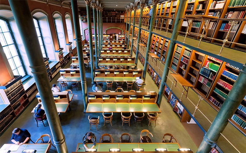 Top down view of tables and people reading in National Library of Sweden in 2018