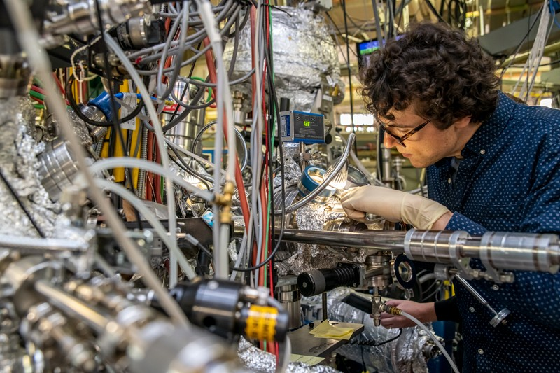 James Collins works on an experiment at Beamline 10.0.1 at Berkeley Lab's Advanced Light Source