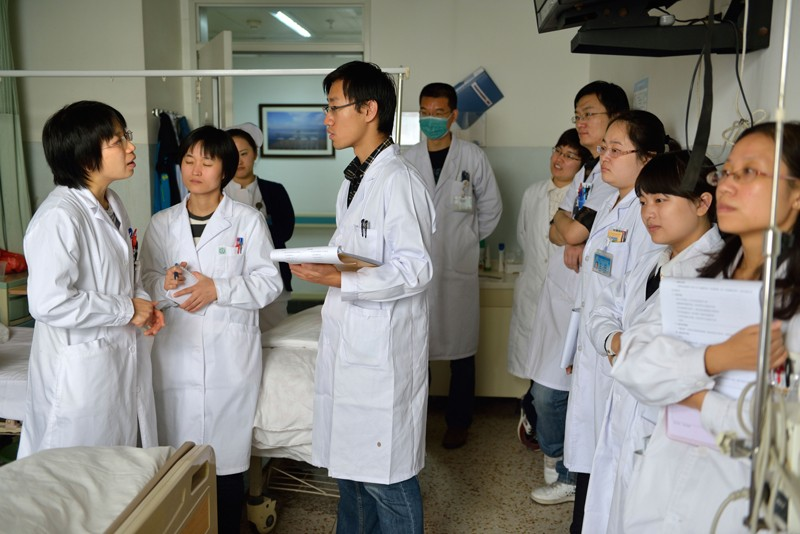 Doctors and nurses daily shift meeting in Beijing Cancer Hospital