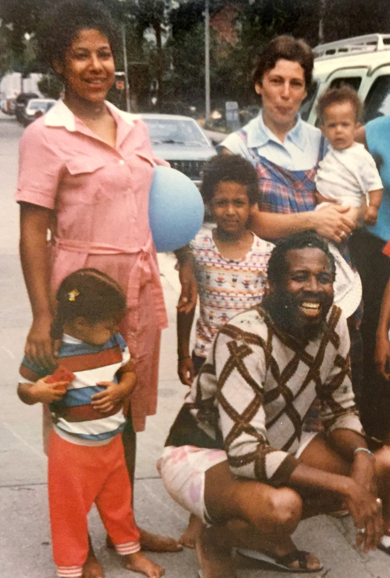 Cassandra Extavour and her family posing for a group photo in 1986.