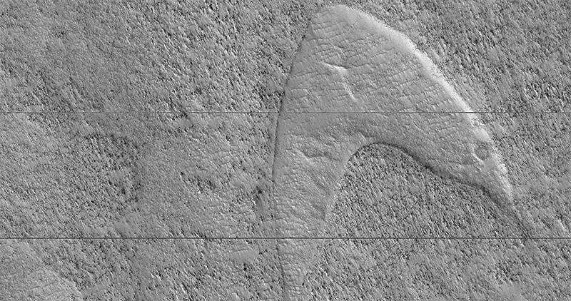 Chevron shapes in southeast Hellas Planitia plain of Mars