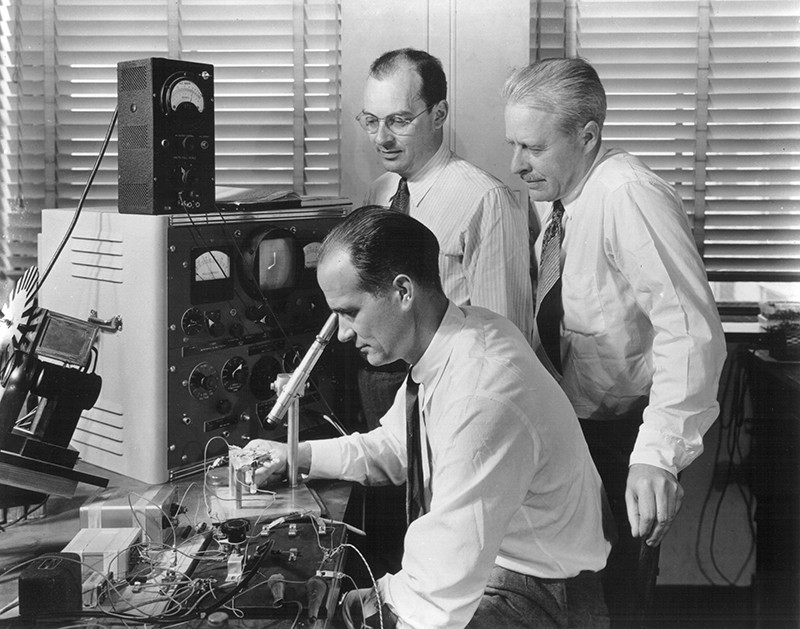 Bardeen, Shockley and Brattain, with equipment in 1948