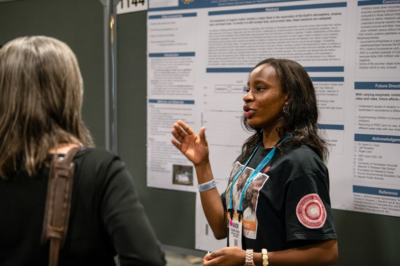 A women presents at the AGU's 2018 Fall Meeting