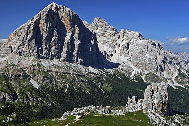 Tofana di Rozes and Cinque Torri with mountain refuge Rifugio Scoiattoli, Cortina d'Ampezzo, Dolomites, Italy