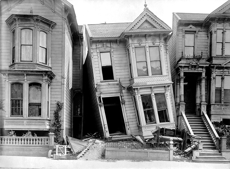 Victorian homes on Howard Street that were damaged in the earthquake, San Francisco, California, 1906
