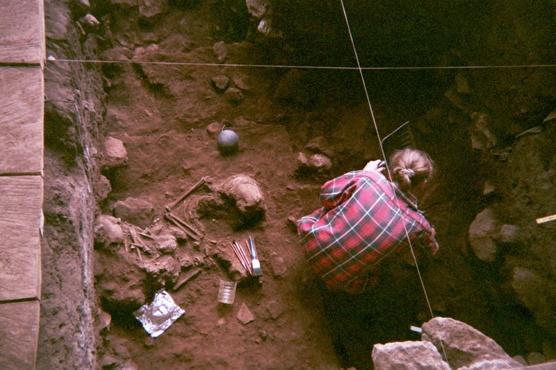 Excavation of a double burial at the Shum Laka rock shelter (Grassfields region of Cameroon)