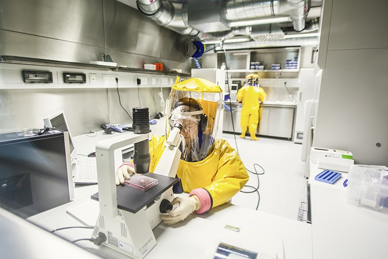 Two researchers in a high-security laboratory (BSL4-Lab)