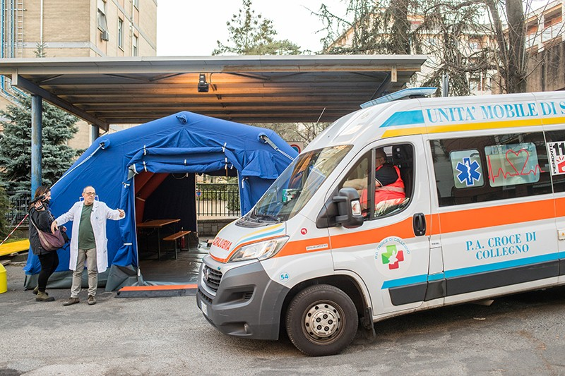 A prevention tent for coronavirus patients was built in front of the emergency room of the hospital in Turin, Italy.