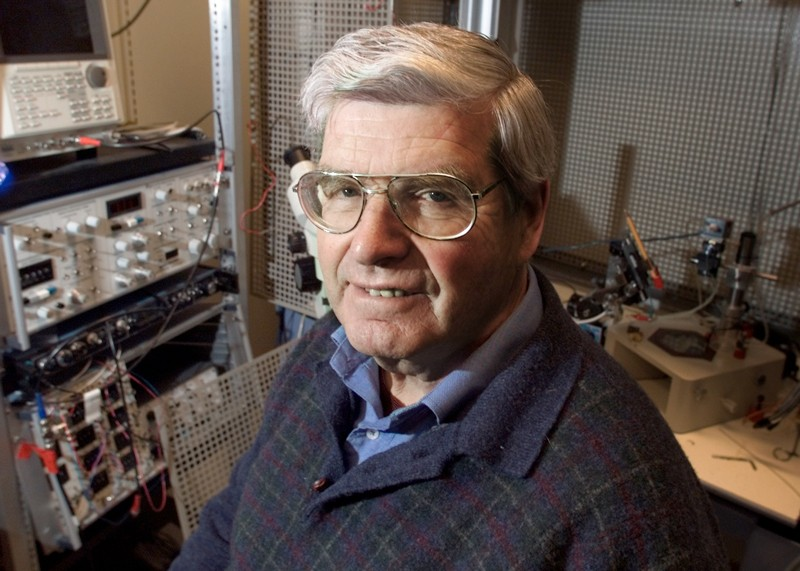 Portrait of Per Andersen in a lab with electronic equipment