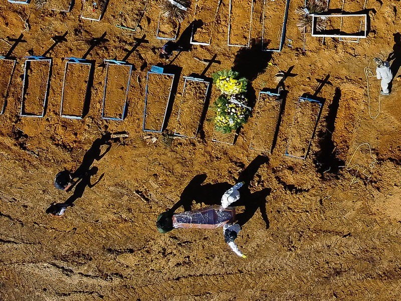 Aerial view showing a coffin being taken to its grave at the Nossa Senhora Aparecida cemetery, Brazil.