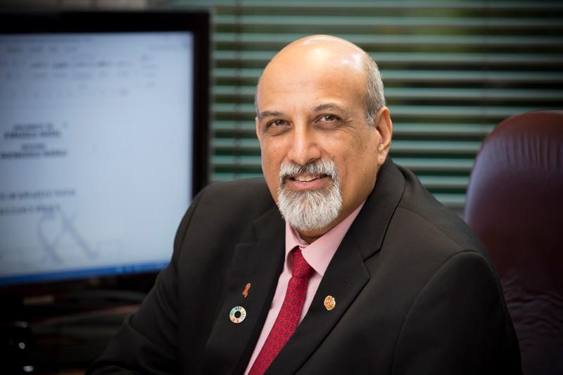 Salim Abdool Karim posing for a portrait in an office