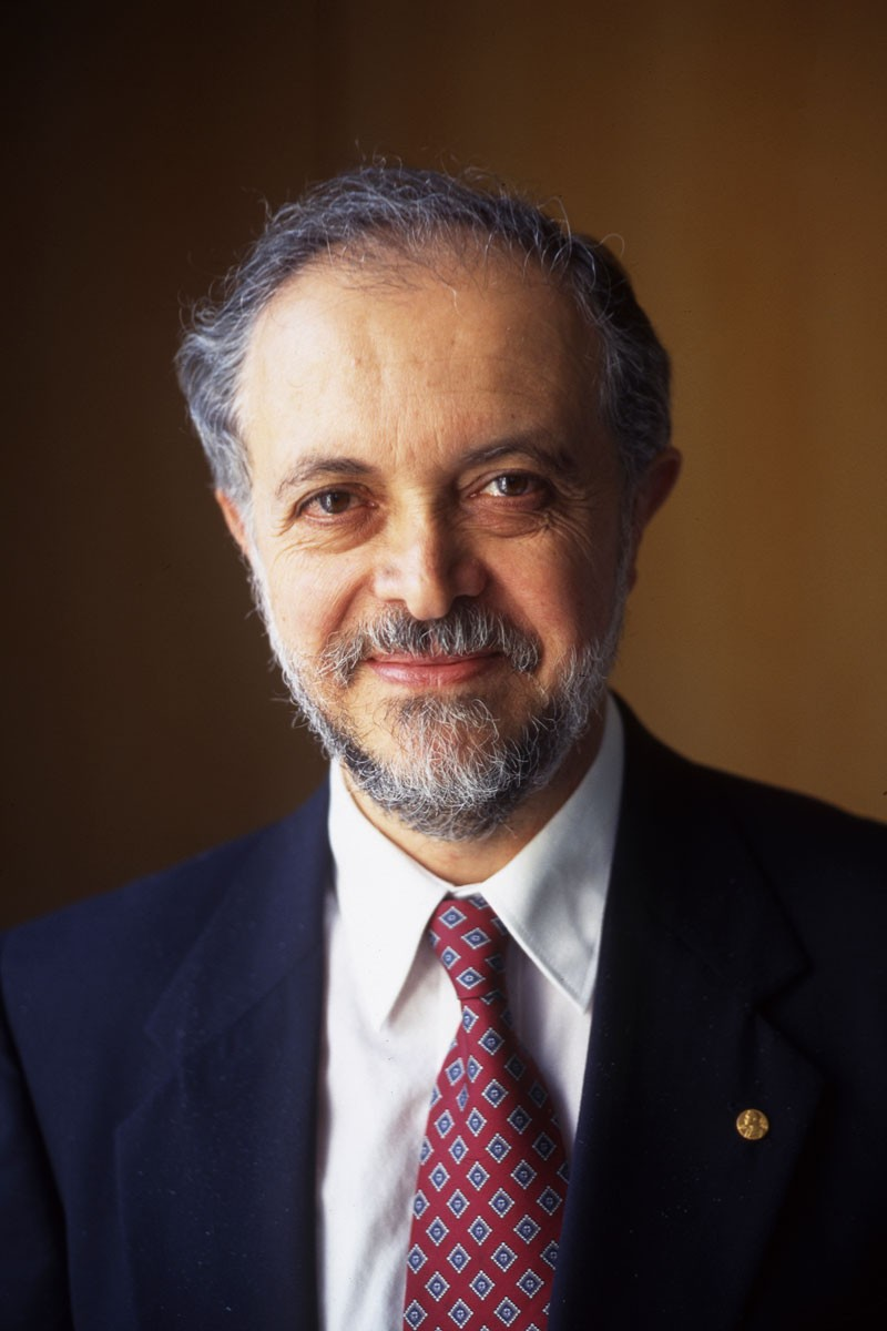 Portrait of Mario Molina in 1999
