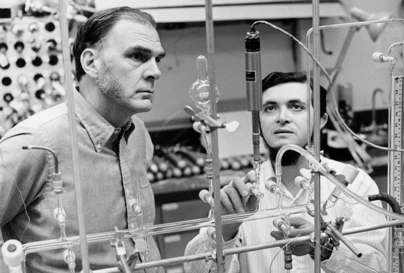 Mario Molina and FS Rowland looking at experimental equipment in a laboratory in in 1974