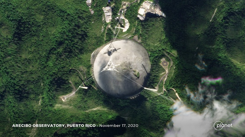 A satellite image of the Arecibo Observatory on 17 November 2020 shows a hole in the dish.