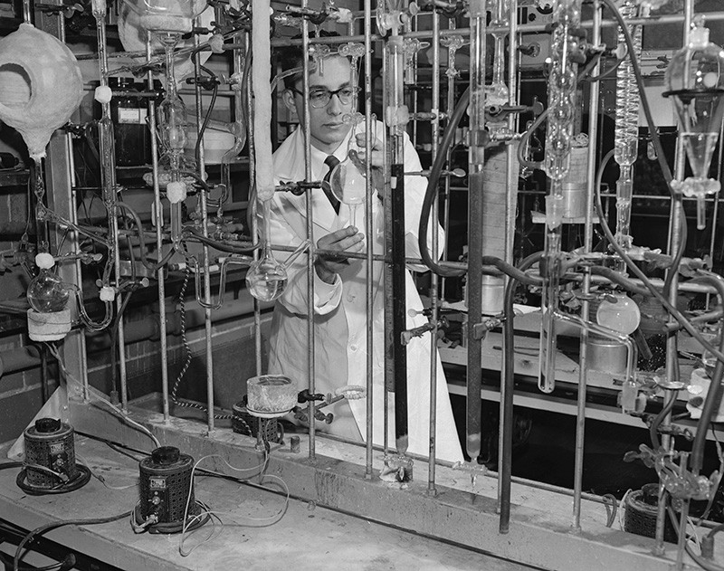 Stanley Miller working in a labratory at the University of Chicago in 1953