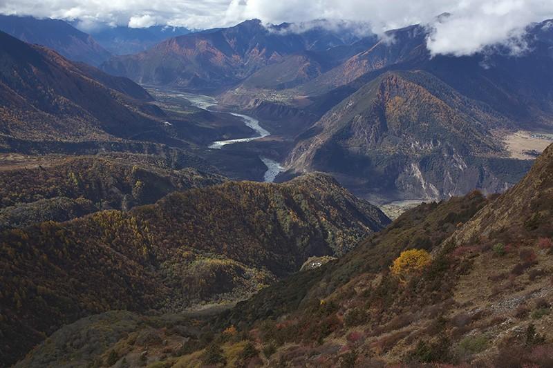 Mount Namjagbarwa and the Yarlung Zangbo River in the Yarlung Zangbo Grand Canyon National Park
