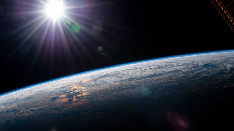 Uluslararası Uzay İstasyonu'ndan yörüngesel bir gün doğumu