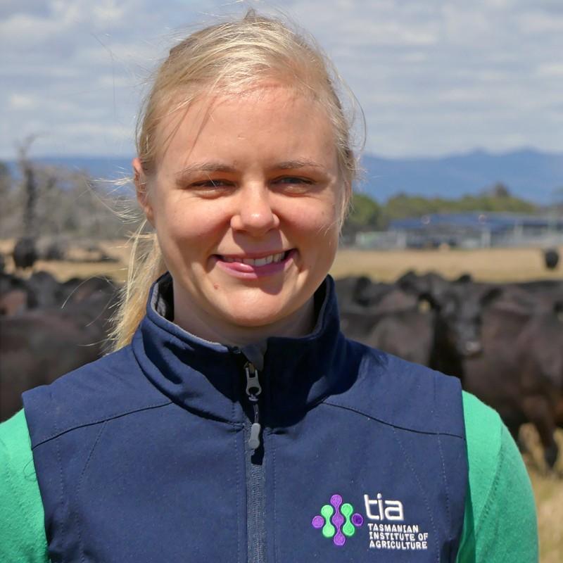 Beth Penrose, Tazmanya'daki Powranna Feedlot Tazmanya Tarım Enstitüsü'nde Mera Bilimi Öğretim Görevlisi.