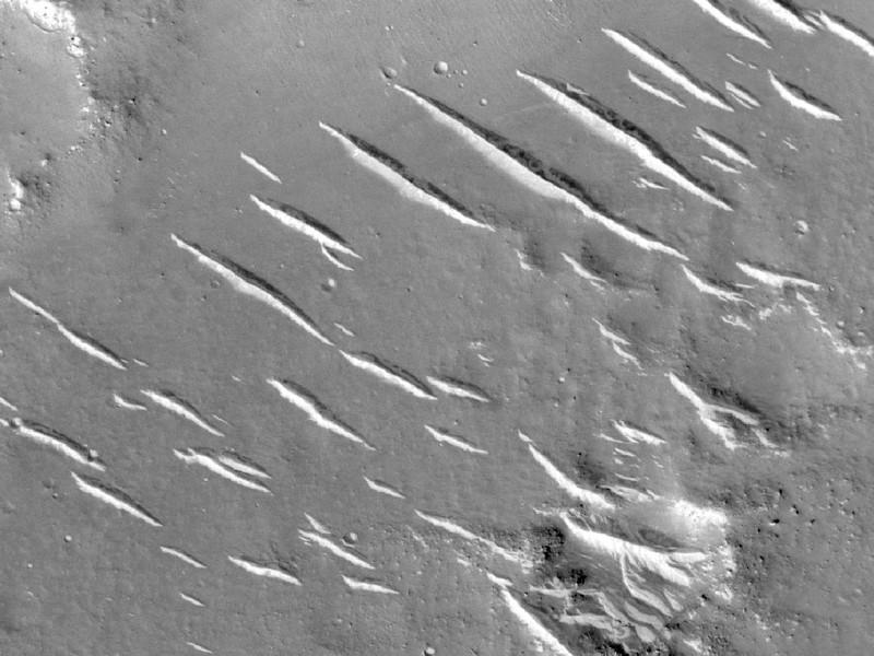 HiRISE'den bir görüntü, yerleşik yüksek çözünürlüklü kamera.