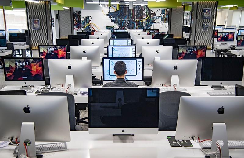 Fas'ın merkezi şehri Khouribga'daki bilgi teknolojisi eğitim merkezindeki bilgisayar laboratuvarı