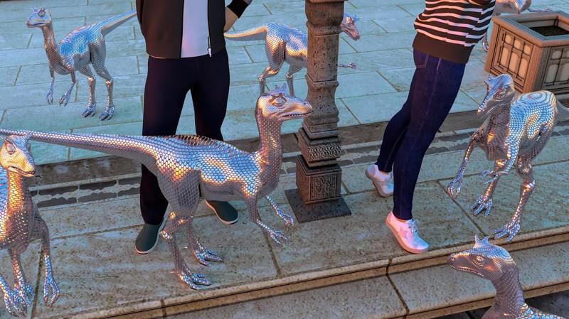 Metalik bir maddeden yapılmış iki ayaklı küçük dinozorlar, kaldırım taşları üzerinde insanların ayaklarının etrafında dolaşıyor.
