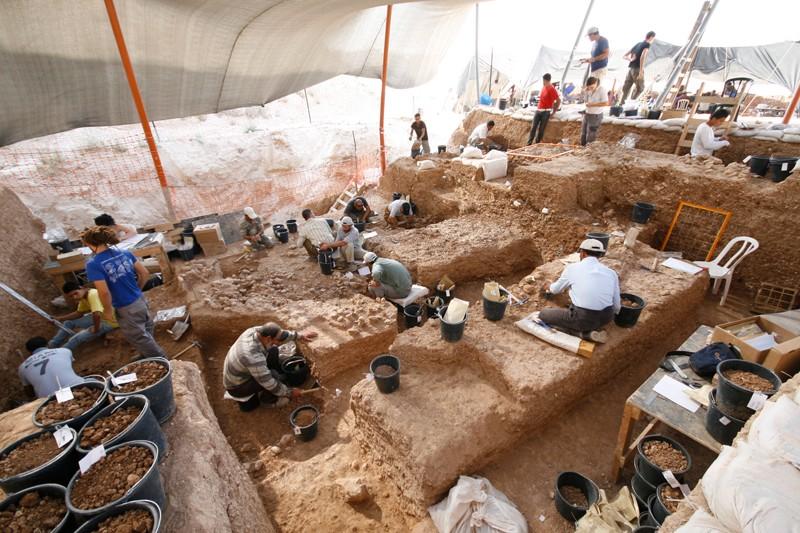 Field excavation at Nesher Ramla