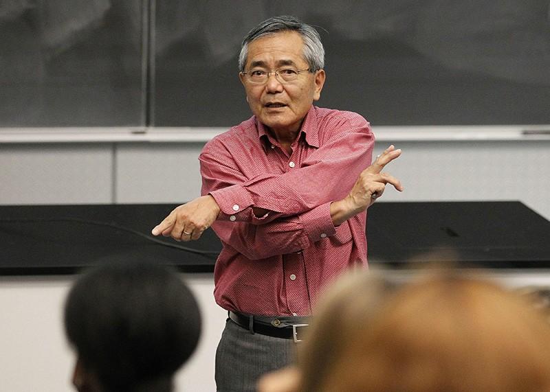 Purdue University chemistry professor Ei-ichi Negishi teaches his second organic chemistry class in 2010