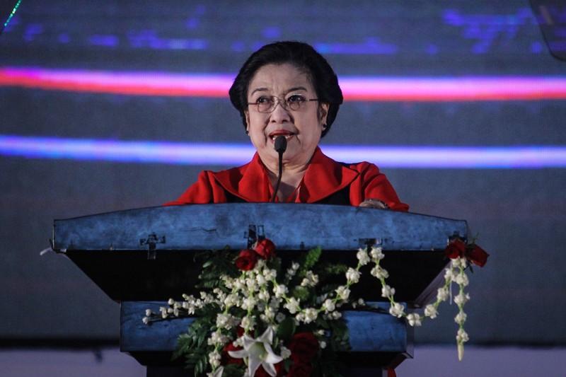 Megawati Soekarnoputri memberikan pidato