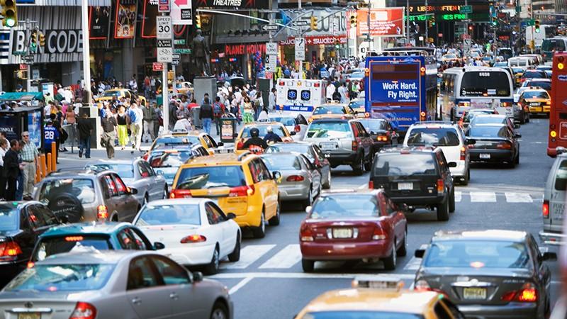 Hora punta en Times Square en la ciudad de Nueva York