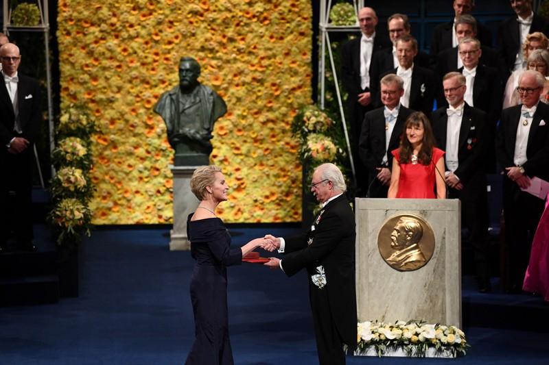 Frances Arnold receives her Nobel Prize from King Carl XVI Gustaf of Sweden