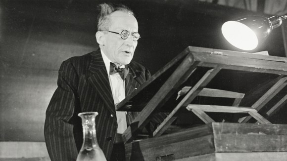 The landmark lectures of physicist Erwin Schrödinger helped to change attitudes in biology