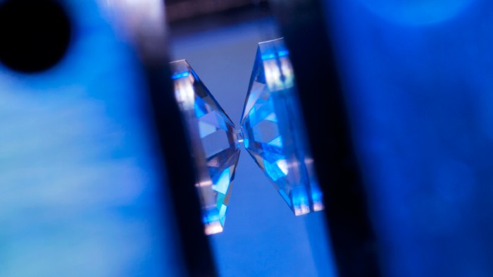 Diamond tips apply pressure to a superalloy