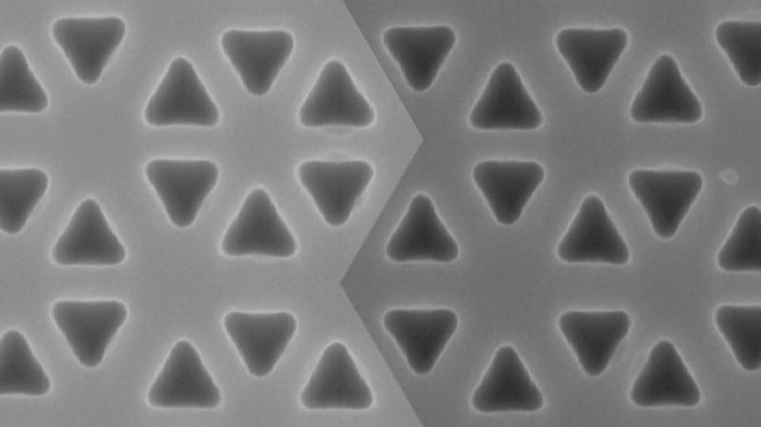 Scanning electron micrograph of interface between two photonic crystals with different topological properties