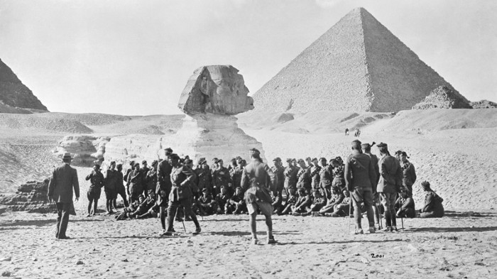 A group of World War One soldiers in front of the Sphinx and Pyramids of Egypt