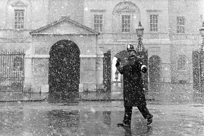 A traffic policeman on duty in the snow, outside Horseguards in Whitehall, 1968.