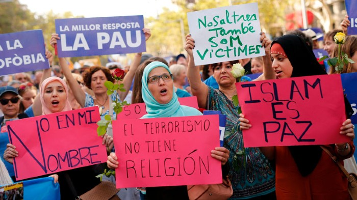 Muslim women during a march against terrorism in Barcelona on August 2017.