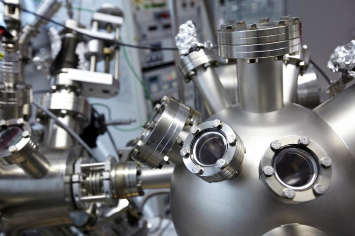 Scanning tunnelling microscope in ultra-high vacuum