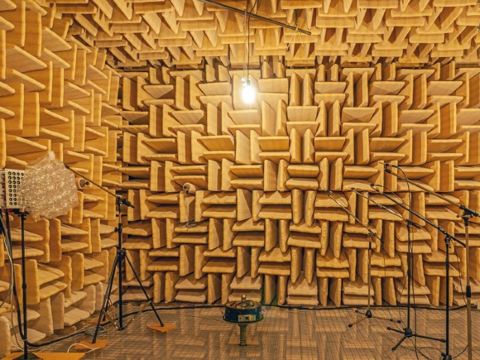 Photograph of the imaging experiment in the anechoic acoustic chamber at EPFL.