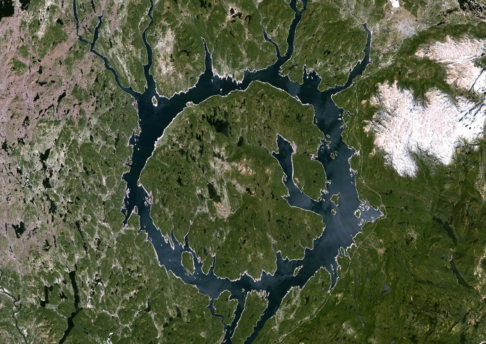 True colour satellite image of Manicouagan Reservoir (also Lake Manicouagan), an annular lake in northern Quebec, Canada