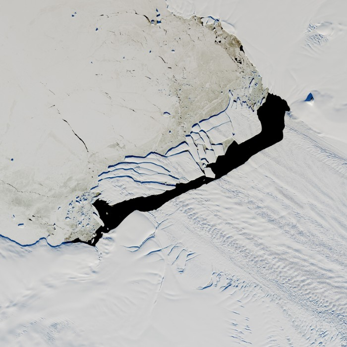 Satellite image of broken iceberg B-44.