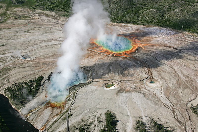 Image of Midwat Geyser Basin in Wyoming