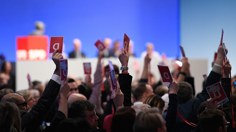Delegates of Germany's social democratic SPD party hold up their voting cards during SPD party congress in Germany on 21.01.2018