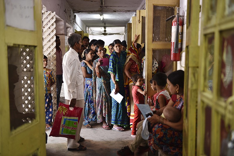 People queuing with fever symptoms during a chikungunya and dengue outbreak in November 2016 in New Delhi, India