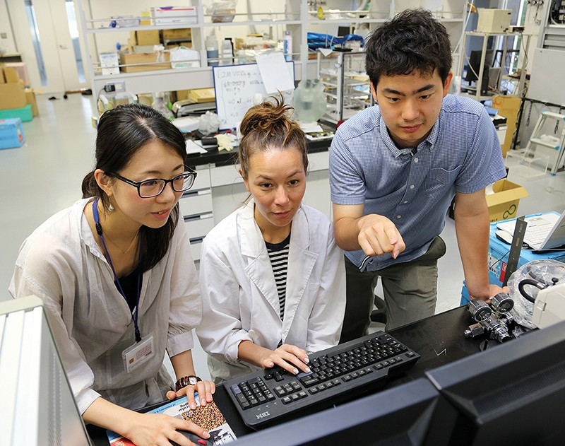 Image of three researchers at Tokyo Tech.