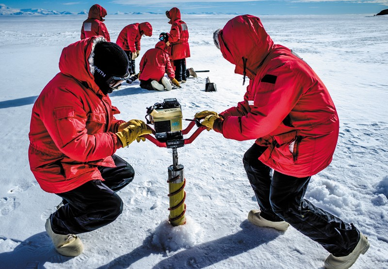 Drilling for ice cores