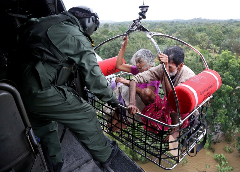 People are airlifted from flooded area in Kerala