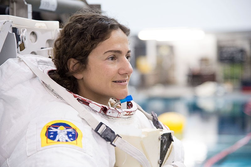 Jessica Meir wearing her space suit